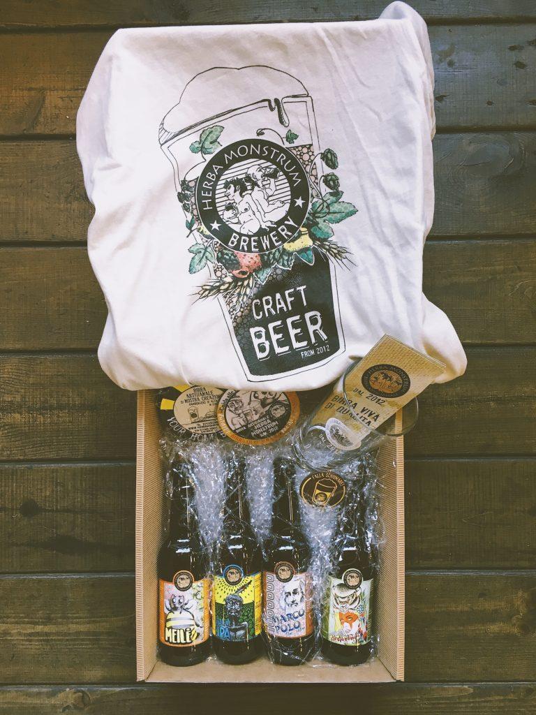 Natale 2018, CESTO #1 pacco da 4 birre artigianali, maglietta, bicchiere serigrafato e apribottiglia costa € 30 - Herba Monstrum Brewery via Ettore Monti, 29, 23851 in zona Ponte Azzone Visconti Lecco.