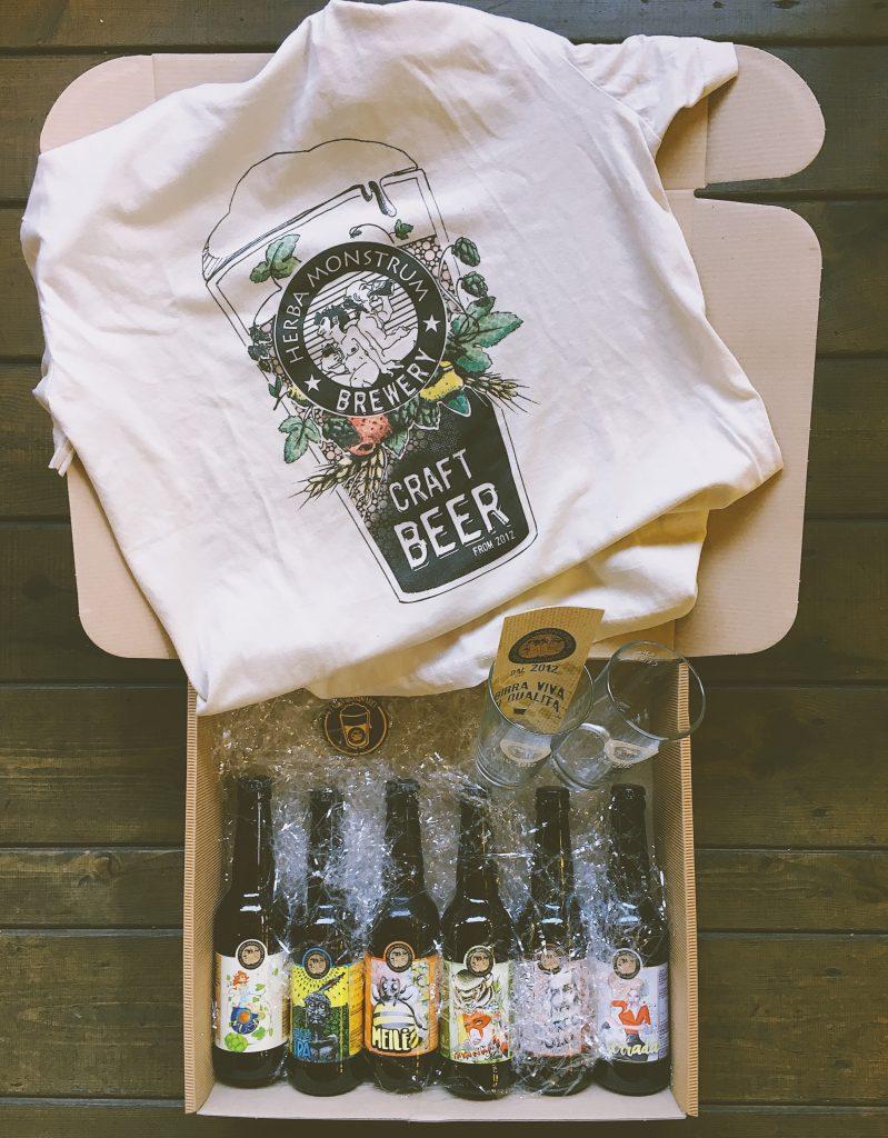 Natale 2018, CESTO #2 pacco da 6 birre artigianali, maglietta, bicchieri serigrafati e apribottiglia costa € 39 - Herba Monstrum Brewery via Ettore Monti, 29, 23851 in zona Ponte Azzone Visconti Lecco.
