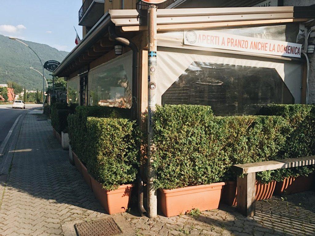 RIAPERTURA maggio 2020 Birre artigianali italiane, hamburger gourmet di qualità. Herba Monstrum Brewery via Ettore Monti, 29, 23851 in zona Ponte Azzone Visconti Lecco. Herba Monstrum Brewery via Ettore Monti, 29, 23851 in zona Ponte Azzone Visconti Lecco.