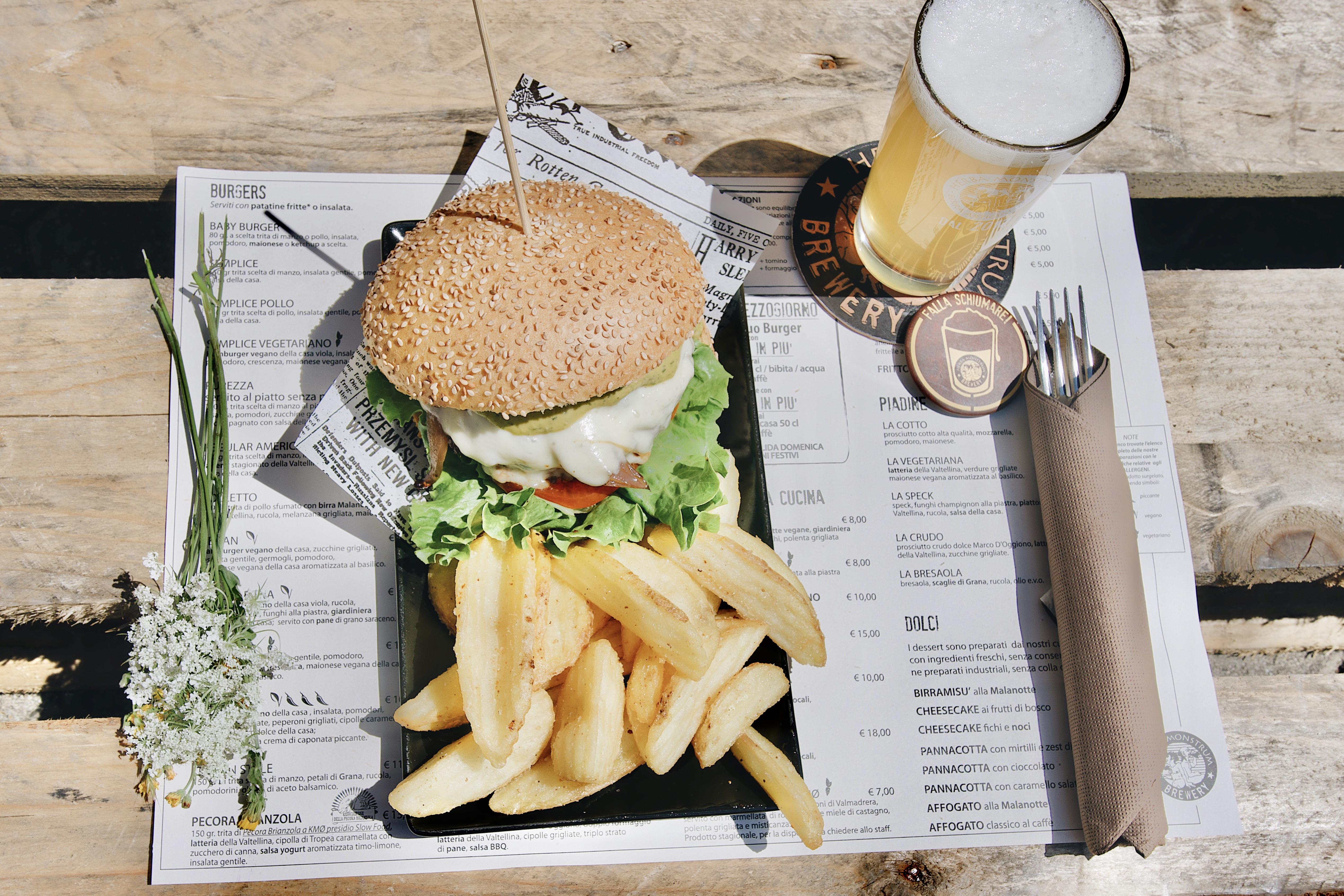 Herba Monstrum Brewery APERTO anche a pranzo. Via Ettore Monti, 29, 23851 in zona Ponte Azzone Visconti Lecco. Hamburger, patatine, birra artigianale, caffè Malatesta.