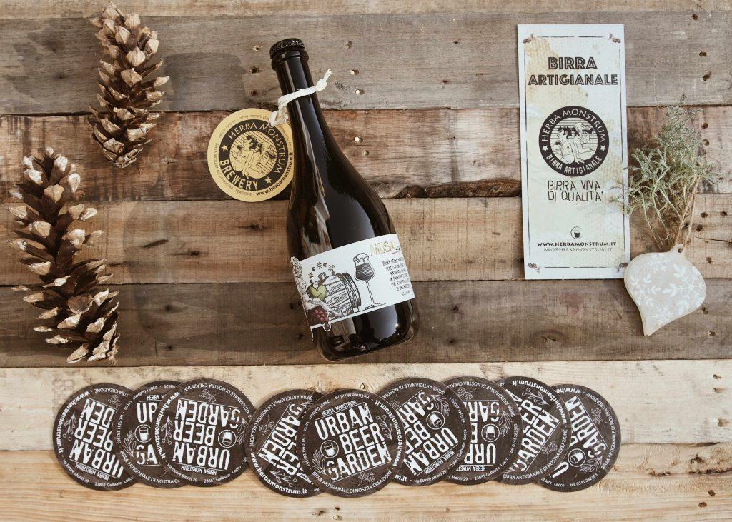 Regali di Natale 2020 ITALIAN GRAPE ALE Musa IGA da 75cl birra maturata 12 mesi in botte di rovere con aggiunta di mosto di uva barbera Herba Monstrum Brewery via Ettore Monti, 29, 23851 in zona Ponte Azzone Visconti Lecco. Birre artigianali Lecco.