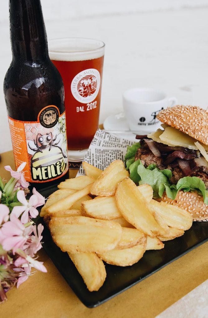 Nuovo panino giugno 2020 Birre artigianali italiane, hamburger gourmet di qualità. Herba Monstrum Brewery via Ettore Monti, 29, 23851 in zona Ponte Azzone Visconti Lecco.