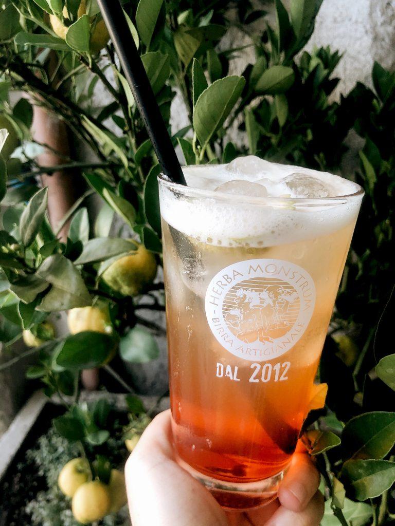 Beer cocktail: Zulu session ipa e aperol spritz. Herba Monstrum Brewery via Ettore Monti, 29, 23851 in zona Ponte Azzone Visconti Lecco.